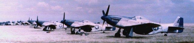 photo_P-51s_flightline